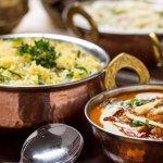 Menu de almuerzo: Plato del dia + arroz basmati y naan tradicional