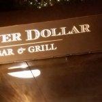 Silver Dollar Bar & Grill Foto