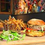 Mégacheeseburger et ses frites super bonnes !