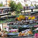 Photo of L'Isle-sur-la-Sorgue Market