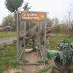 klec s dinosaurem