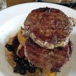 plato recomendado de medallones de carne de cerdo y salsa de arándanos