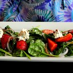 Spinach, strawberry and soft cheese salald.