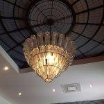 j'ai adoré le magnifique lustre du restaurant, totalement dans le thème !