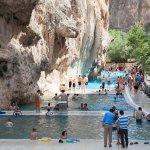 kanyonun yanındakı havuz
