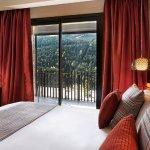 Calidez y buen diseño en la decoracion. Confort de hotel de montaña de alta categoria