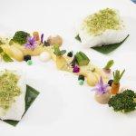 Merluza de Pincho al vapor con huerta de verduras baby ecológicas al Jerez