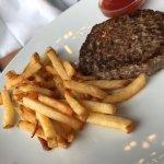 Poisson cuit limite un peu fort mais assortiment de légumes parfait  Burger Bœuf très sympa  Gro