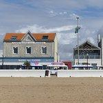 Le restaurant vu de la plage