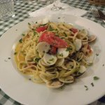 Spaghetti alle vongole with some tomato chunks