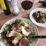 Tagliata di manzo con rucola with a side of porcini mushrooms