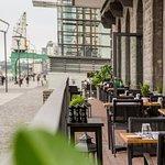 Unser Balkon: Freier Blick auf den Rhein, von allen Plätzen.