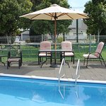Outdoor Swimming Pool & BBQ area