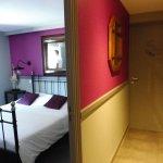 Grande chambre ( dans le couloire QUI SE TROUVE DANS LE CHAMBRE à droite wc et salle de bain sép