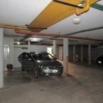 estacionamiento cubierto y cerrado, vijilado, muy seguro