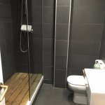 Bathroom which comes supplied with shampoo/conditioner/body wash etc