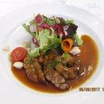 La salade de ris d'agneau poêlé à l'aigre-doux