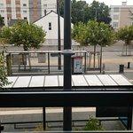 Directement sur la station de tram Cours de l'Iliade