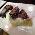 Gulasch di Tonno, cipollotti caramellati e spuma di zucchine