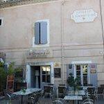 Extérieur du restaurant Le Grenier à Sel.