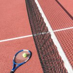 Terrain de tennis avec prêt de raquettes