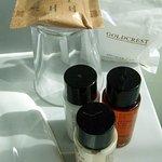 6 bottles of shower gel and shampoo