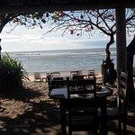 Visão do restaurante da pousada, tomar café da manhã olhando esse mar não tem preço.