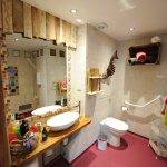 Wheelchair friendly bathroom in The Hayloft.