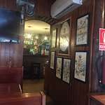 La vue de la salle sur le bar