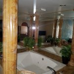 Hot tub in The Ceasar Suite