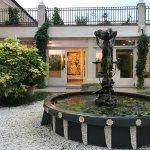 Piccola fontana nel giardino interno