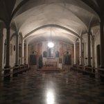 L oratoire de Saint François est une salle qui est en bas de la place de la cathédrale de CALVI