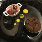 tortino al cioccolato con gelato al vino