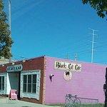 White Dog Black Cat Cafe resmi