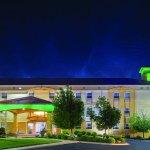 Photo of La Quinta Inn & Suites Blue Springs