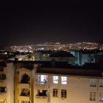 Uitzicht vanaf de 7e verdieping op het balkon van je kamer aan de voorkant van het apart / hotel