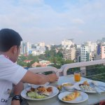 breakfast with a view at skybar