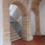 Portal de arcos de la escalera