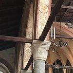 Restos de pintura mural en las naves de la iglesia