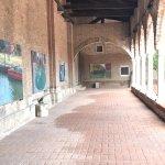 Otra vista del claustro de la Madonna dell'Orto con la exposición