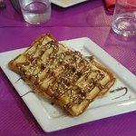 Waffle alla Nutella con granella di nocciole