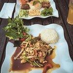 Reis mit Hühnerfleisch in Austernsoße