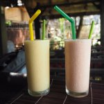 Mango smoothie and mixed fruit smoothie