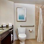 Foto de Embassy Suites by Hilton San Diego - La Jolla