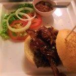 Hamburger di chianina con bacon e salsa piccante