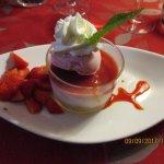 Rosaline, comme un bavarois aux fraises, salade de fraises et sorbet fraises