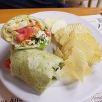 Spinach hummus wrap with chips