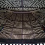 楕円形のヨガルームの素晴らしい天井の造形