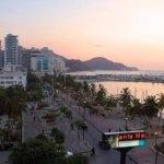 La mejor vista de la ciudad, frente a la bahía de Santa Marta, La Primera Restaurante Bar.