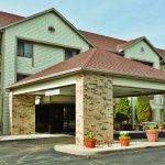 Photo of La Quinta Inn & Suites Milwaukee Delafield